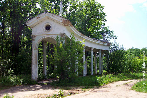 Орловские пропилеи, правая часть. 2 июня 2010 года.