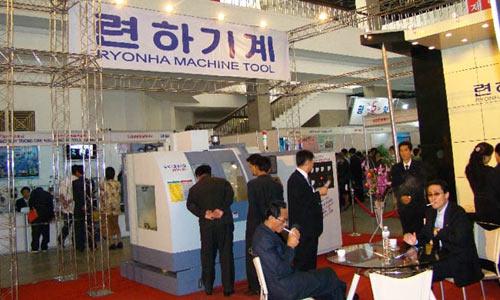 Фото с промышленной выставки в КНДР 2009 года