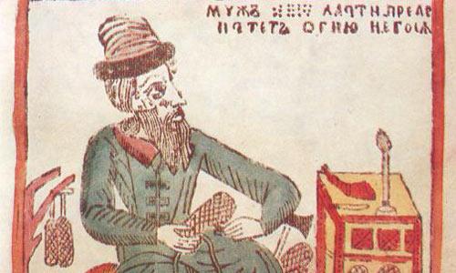 Мужик плетет лапти