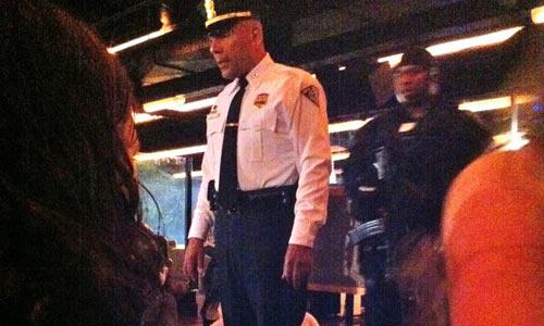 Налет полицейских на молодежный бар в США