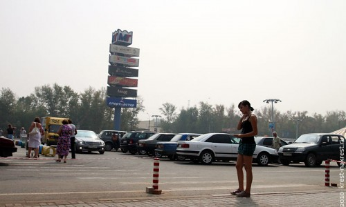 Площадь перед торговым комплексом Линия, г. Орёл. Август 2010 года.