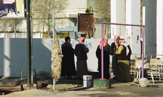 Чтение молитв Аллаху перед тушами зарезанных к празднику баранов.