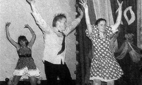 Поздравления гостей чередовались с концертными номерами, которые подготовили дети под руководством Е. В. Васютиной.