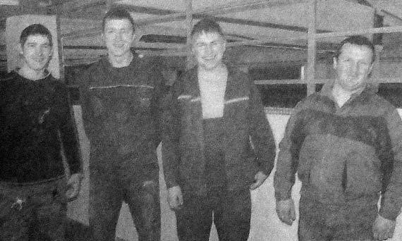 Строительная бригада в составе А. Гузанова, И. Хохлова, В. Беляева, В. Кузина.
