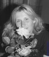 Ночью на городской клумбе нарвали роз и подарили девушке. Орел, 1991 год.