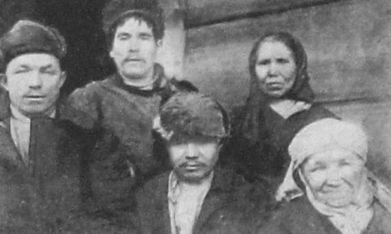 Посетители сельской больницы в марийской области. 1928 год.