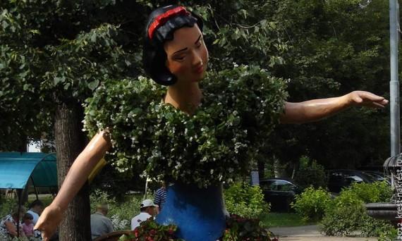 Белоснежка в нашем дворе. Москва, ЮЗАО. 2012 год.