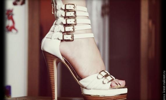 Женская туфля.