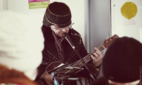 Музыкант в электричке.
